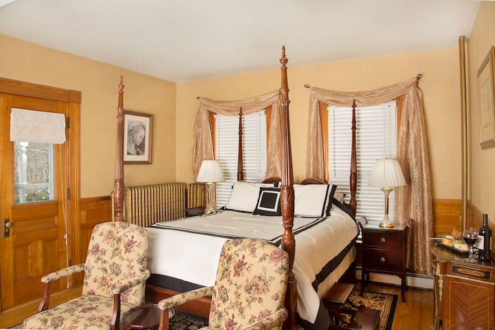 Glynn House: Monroe Deluxe Suite - Ashland - Bed & Breakfast