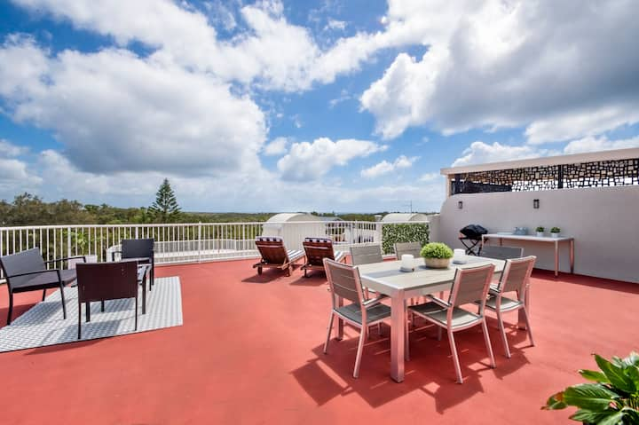 Fully Renovated Apartment With Own Rooftop Terrace