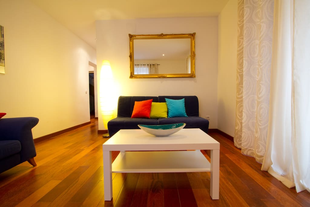 Madrid center with balconies apartments for rent in for Sofa exterior aki