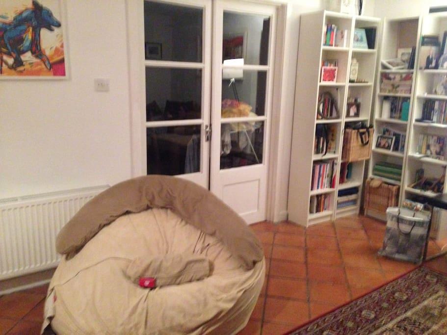 Living room - Beanbag and book shelves
