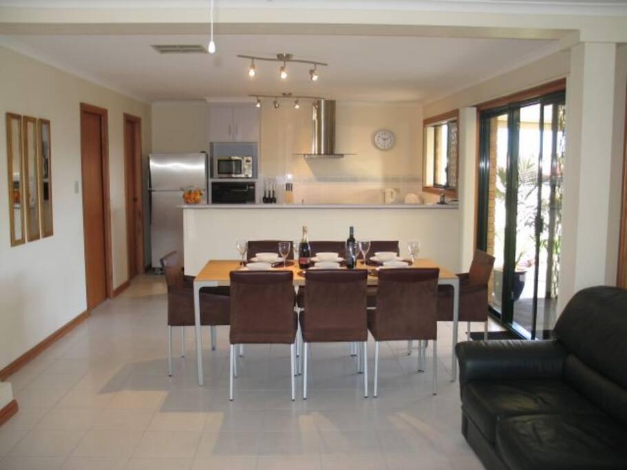 Large kitchen / dining / lounge.
