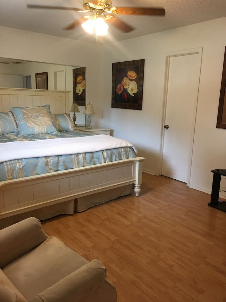 King size comfort, private bath split bedroom plan