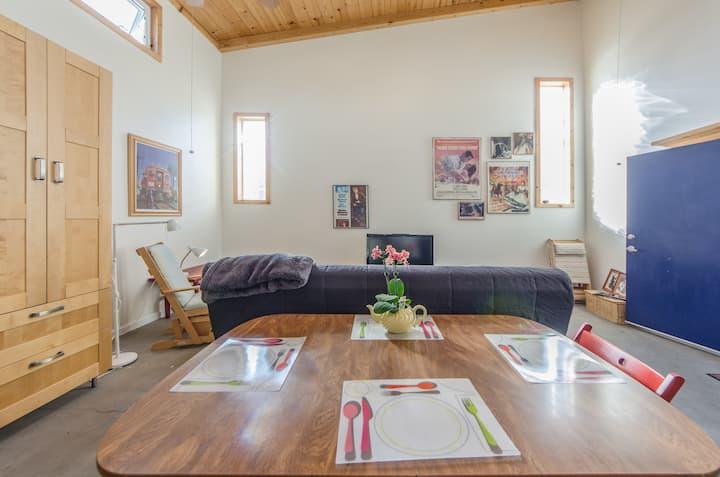 LAXclose-modern&green guest Suite