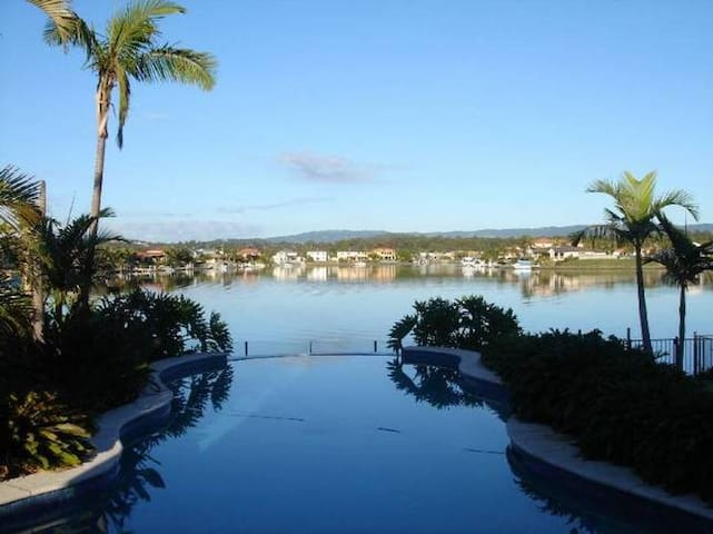 Theme Park Central - Holiday House - Helensvale - Talo