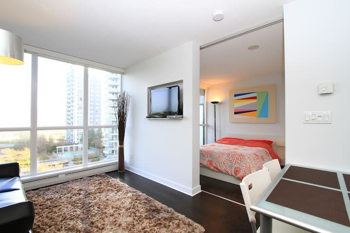 Brand New Modern Condo with a View - Surrey - Daire