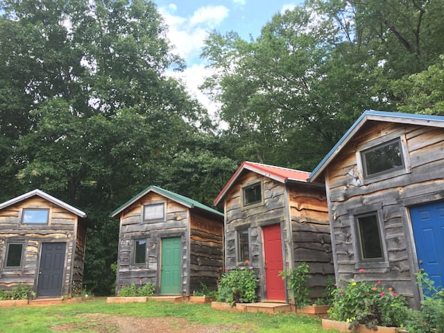 Tiny House/Cabin Asheville Mountains-Blue