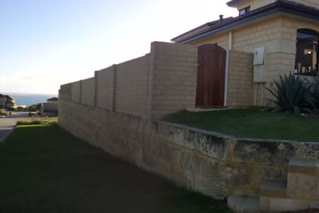 OCEAN VIEWS - MINDARIE - Mindarie - Bed & Breakfast