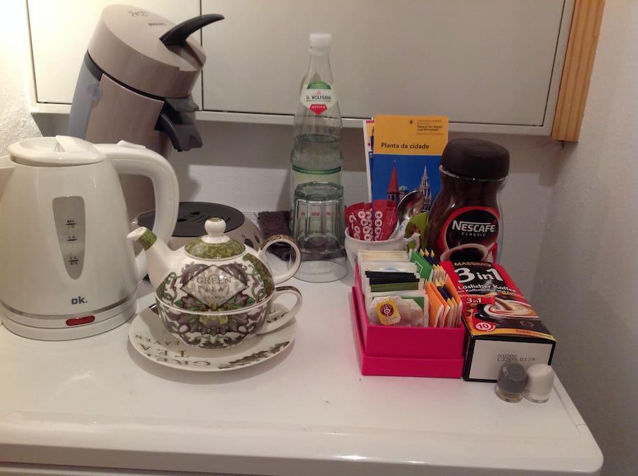 Kein Frühstück inclusive, aber du kannst dir Kaffee oder Tee zubereiten