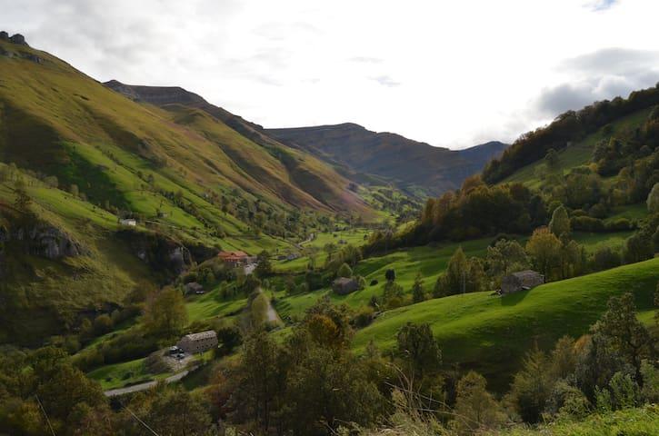 """Cantabria. San Roque de Riomiera """"El Cerro"""" - San Roque de Riomiera - Cabin"""