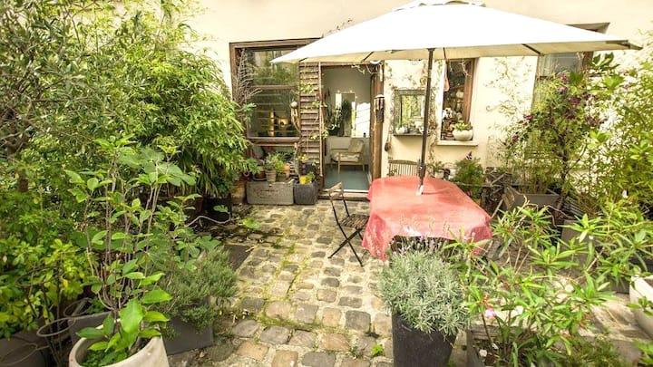Petite maison en duplex avec terrasse arborée