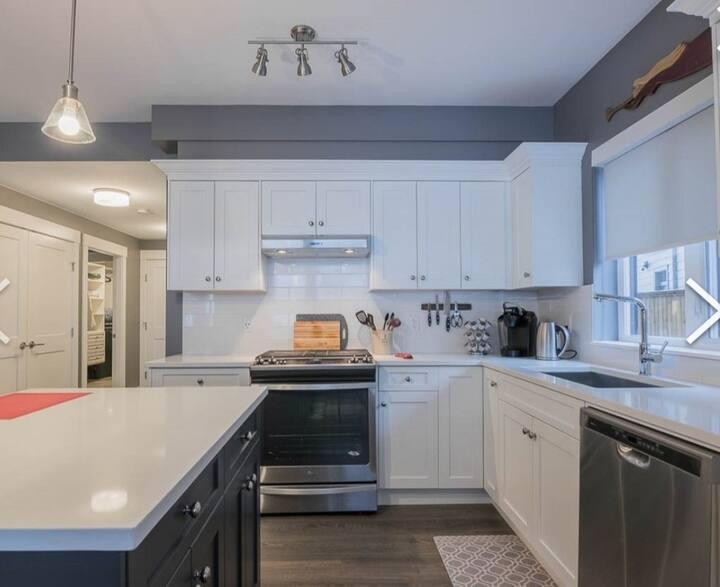 Spacious New Luxury Suite - Adventurers' Retreat