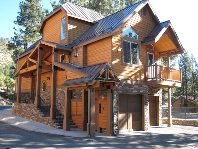 Upscale Mammoth Home close to The Village - Mammoth Lakes - Hus