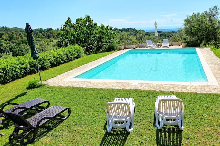 Guardistallo - Holiday Villa Rental with private swimming pool on the Tuscan Coastline
