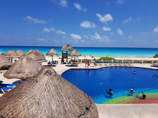 Cancun! Family sized Beach-front apartment!!