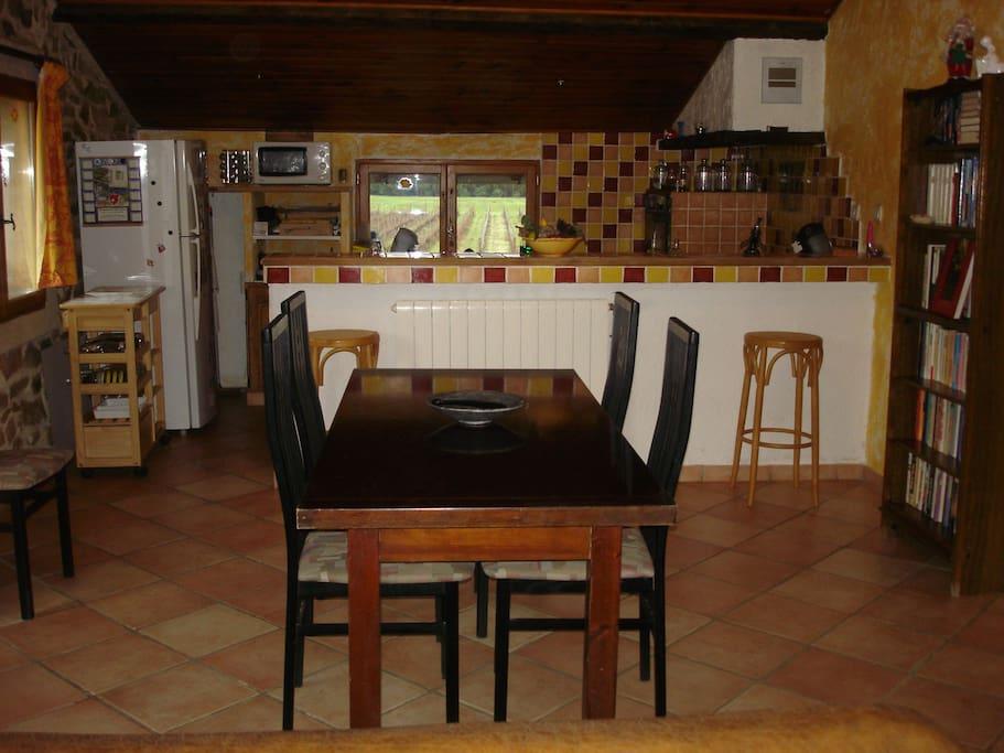 pièce à vivre de 40 m2 avec coin cuisine.