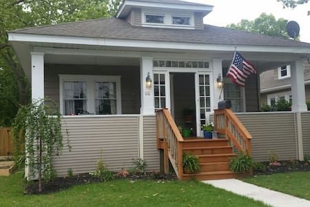 Charming home near Beach - Northfield