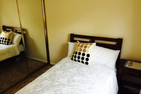 Cosy and comfortable bedroom - Parramatta area - Guildford