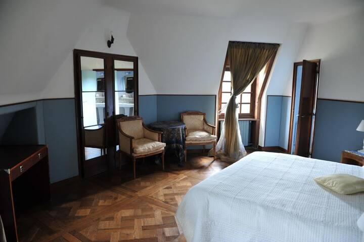 La Bleue, Chambre privée du Manoir