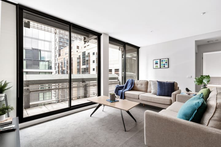 Beautiful, Spacious apartment Paris end of the CBD