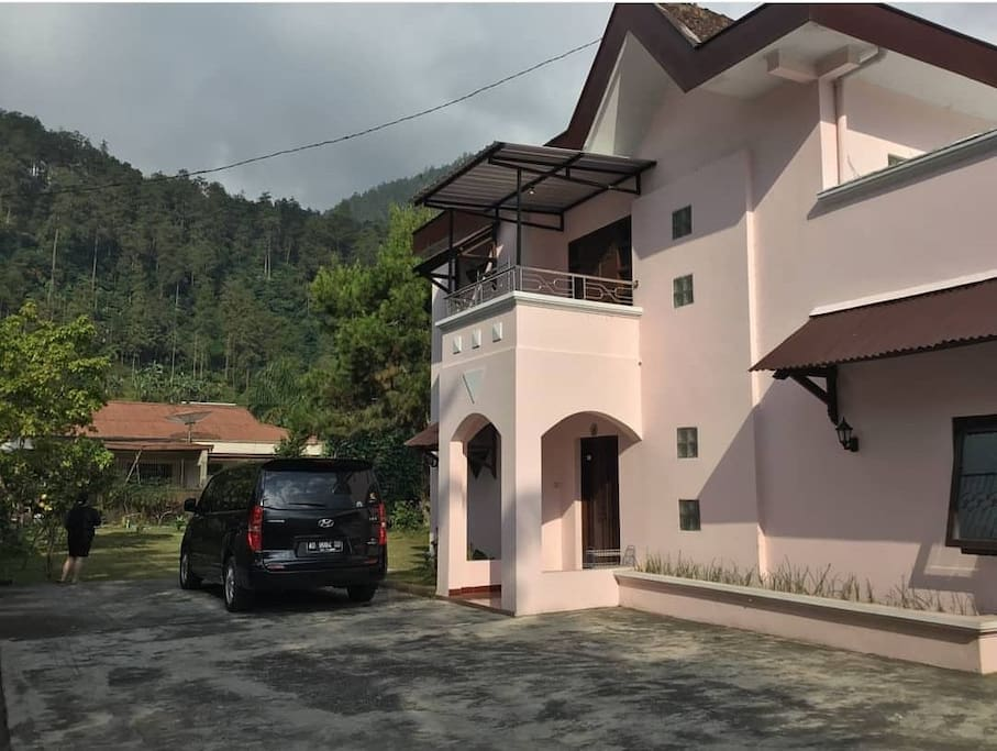 Villa from the entrance and the parking lot
