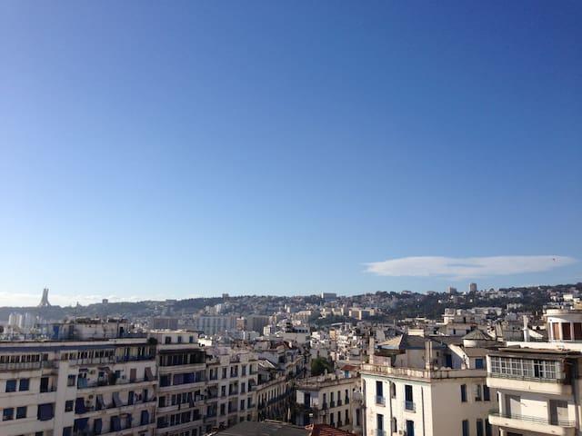 Charasse : F3 - 6 couchages  LA GRANDE POSTE - Algiers - Appartement