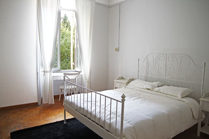 Beautiful private room in Trastevere