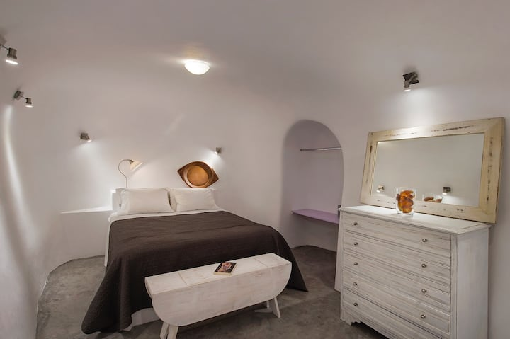 Theodora Suites - Suite with Indoor Hot Tub