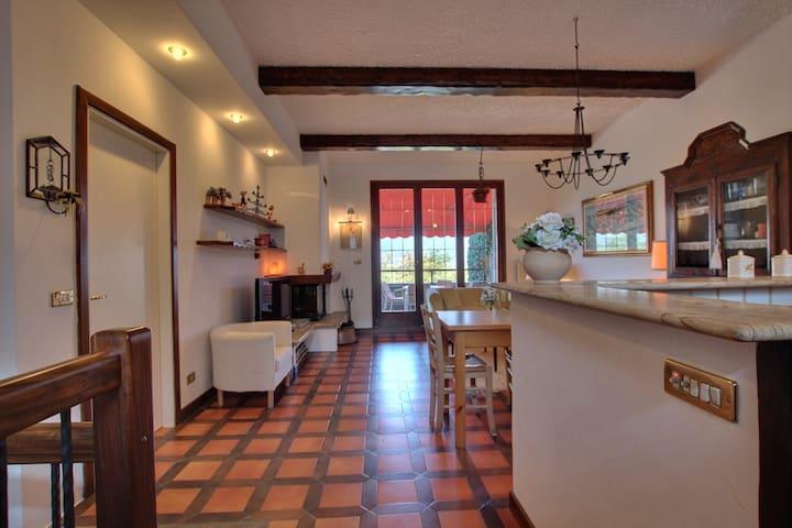 Graziosa villa LagoVarese/Maggiore  - Varese - Casa