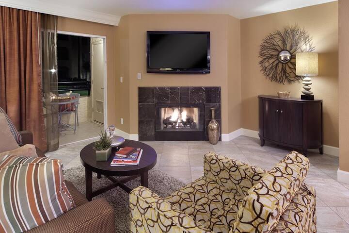 Luxury 1 Bedroom Condo - 1 Block from Strip