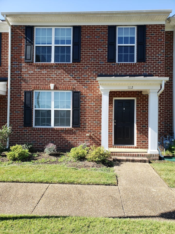 Beautiful town home in Village of Quarterpath!