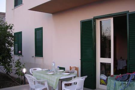 Taverna in Villetta Sicilia Mare Valderice (TP) - Valderice - Haus