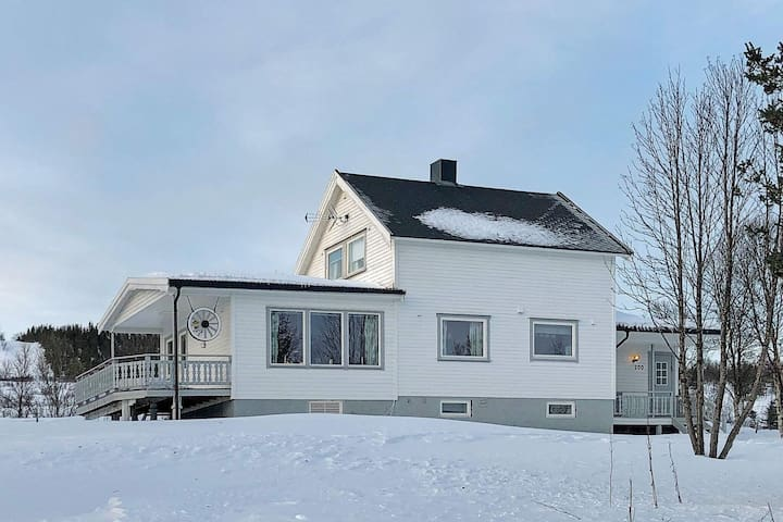 10 person holiday home in Svensby