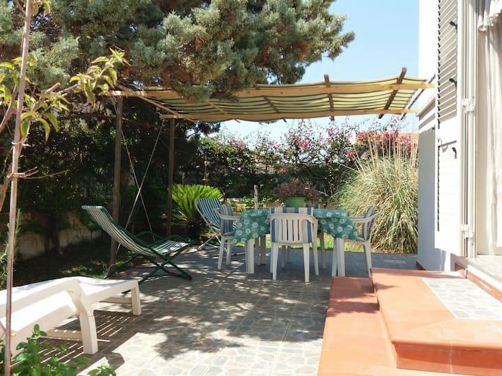 bilocale   piano terra,in villa