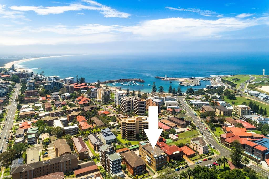 The best location in Wollongong hands down. Across the road from historic Market Square gardens. Walking distance to WIN entertainment centre, Wollongong Harbour, City Beach, north beach, free shuttle bus, department stores, cafes and restaurants. You will absolutely love the location of our property. This drone photo doesn't do it justice.