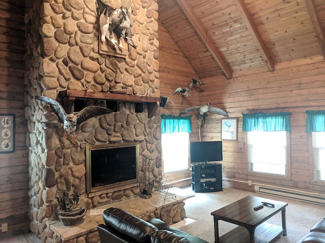 10 bedroom Western Mn Family Fun Lodge - Sleeps 20