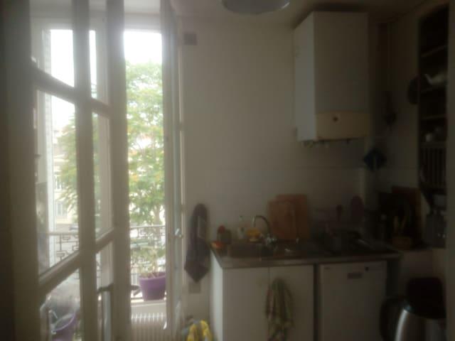 Appartement avec plantes