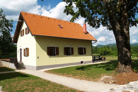 Village-holiday.com - Režek family - Lovinac - Hus