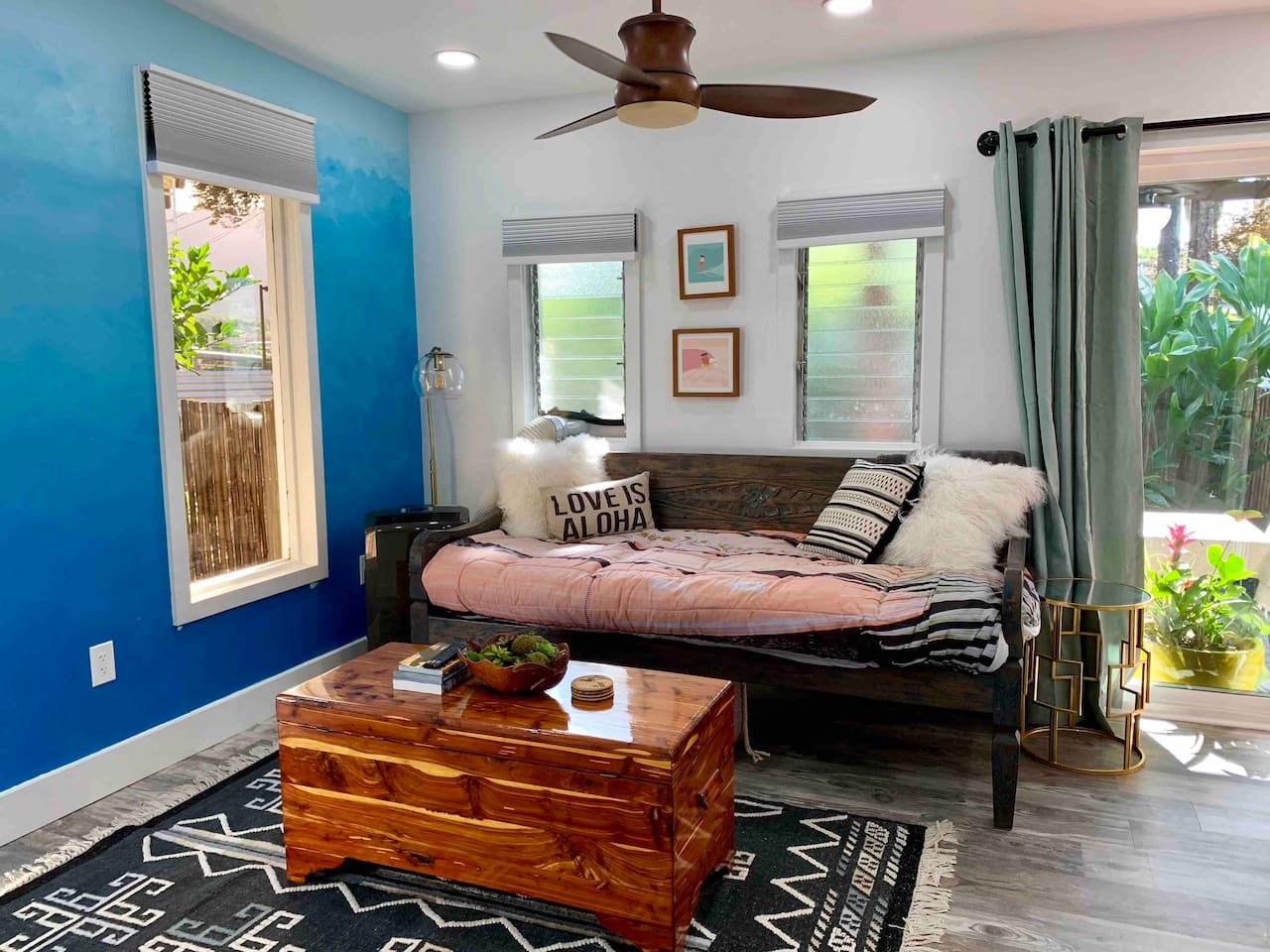 The Hale Kai is a laidback yet chic Hawaiian bungalow. Enjoy the comfy teak daybed/sofa and the view of the Ko'olau's.