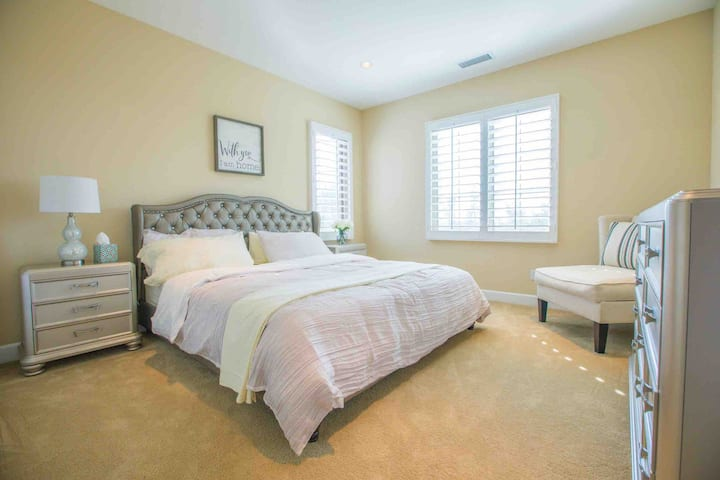 Irvine Private bedroom with bathroom...1