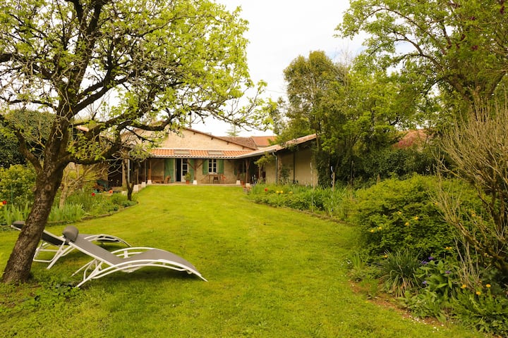 Maison aux portes du Périgord vert