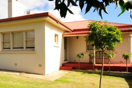 Montrose Cottage - Mount Gambier
