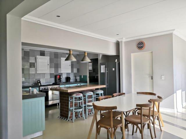 Quiet Luxury House -195 Short street