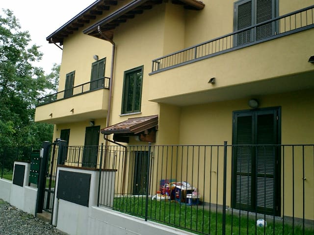 Cozy apartment with parking place - Olgiate Comasco - Apartemen