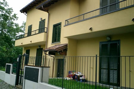 Cozy apartment with parking place - Olgiate Comasco - Leilighet