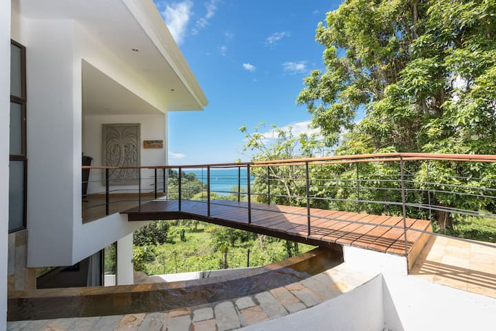 Luxurious 5 Bed 4.5 Ba Home with Amazing Ocean Views and Private Beach access