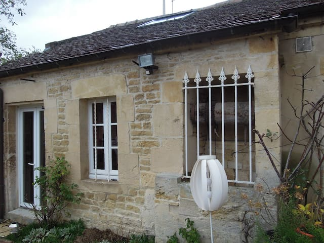 Ancient studio flat in a 18th centu - Biéville-Beuville - House