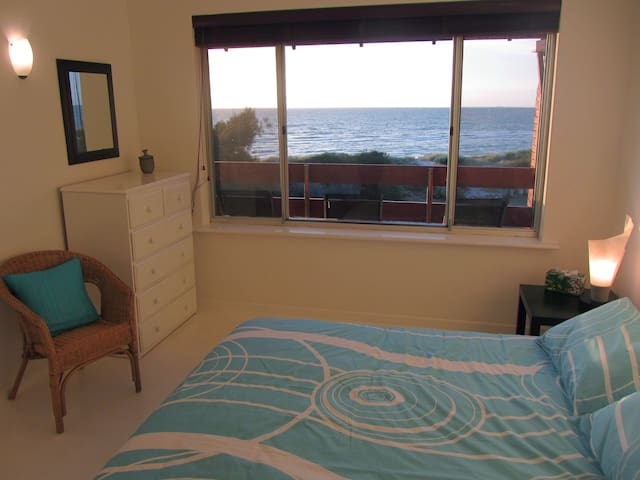 "Adelaide Absolute Beachfront ""Seas the Day"" - Semaphore Park - Casa"