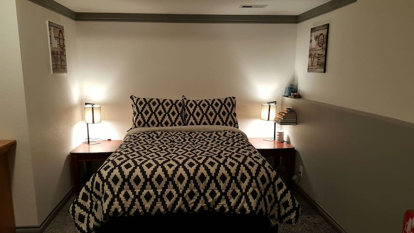 Spacious Bedroom with Amenities - Coeur d'Alene - 獨棟