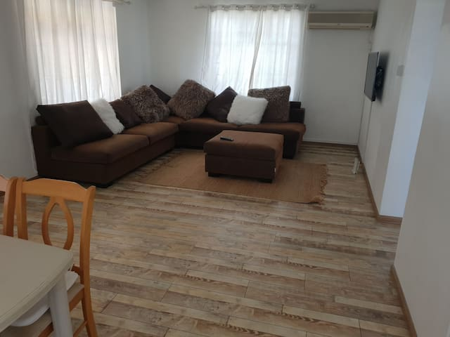 3bed Apt fef by seven pizzas 200m Beach Wi-Fi