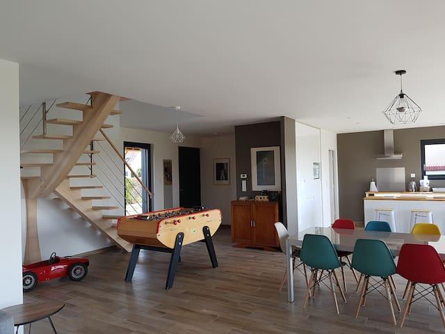 Maison en bois contemporaine de bord de mer